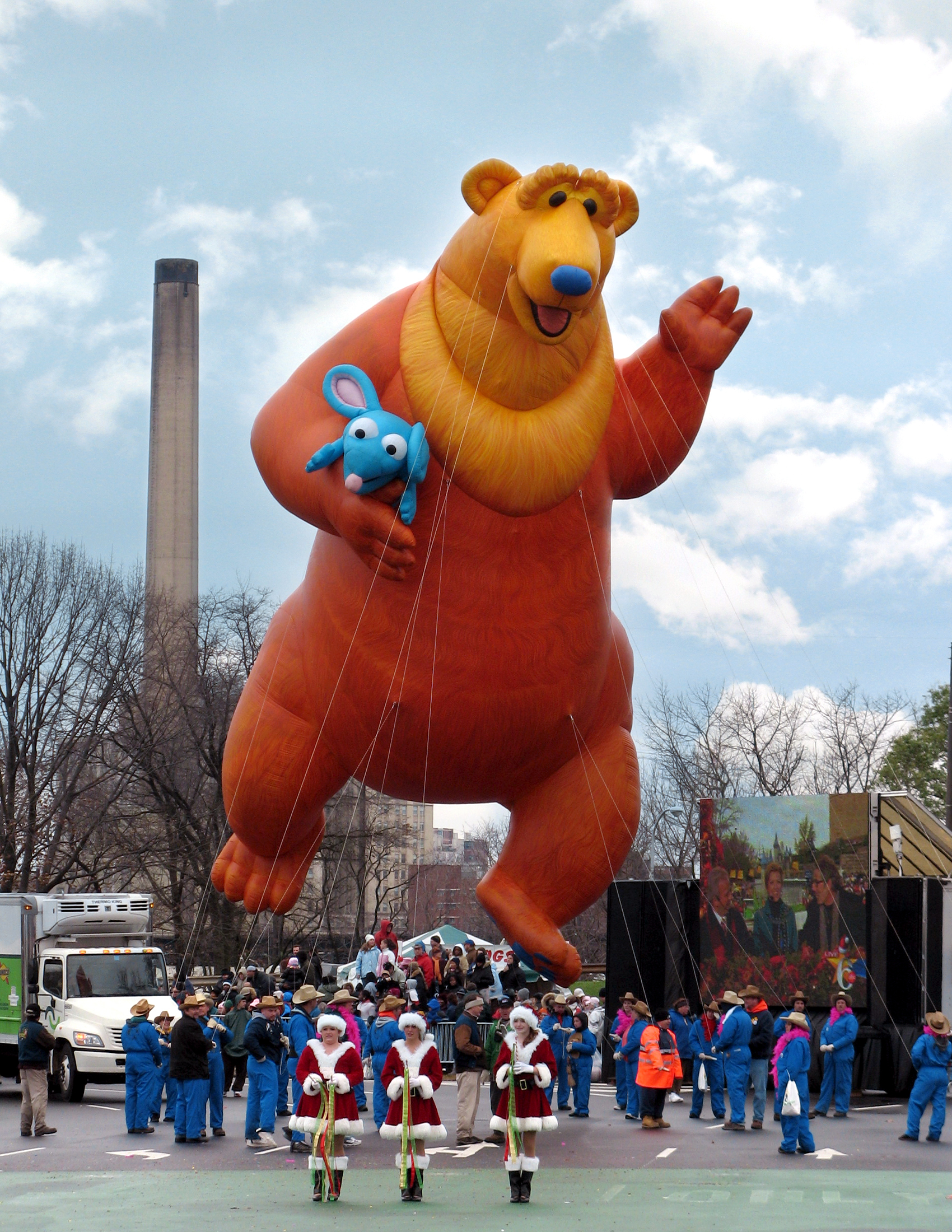 bear in the big blue house parade balloon - Big Blue House