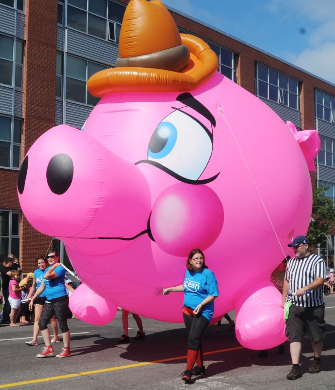 Piggy Bank Parade Balloon 20 Fabulous Inflatables
