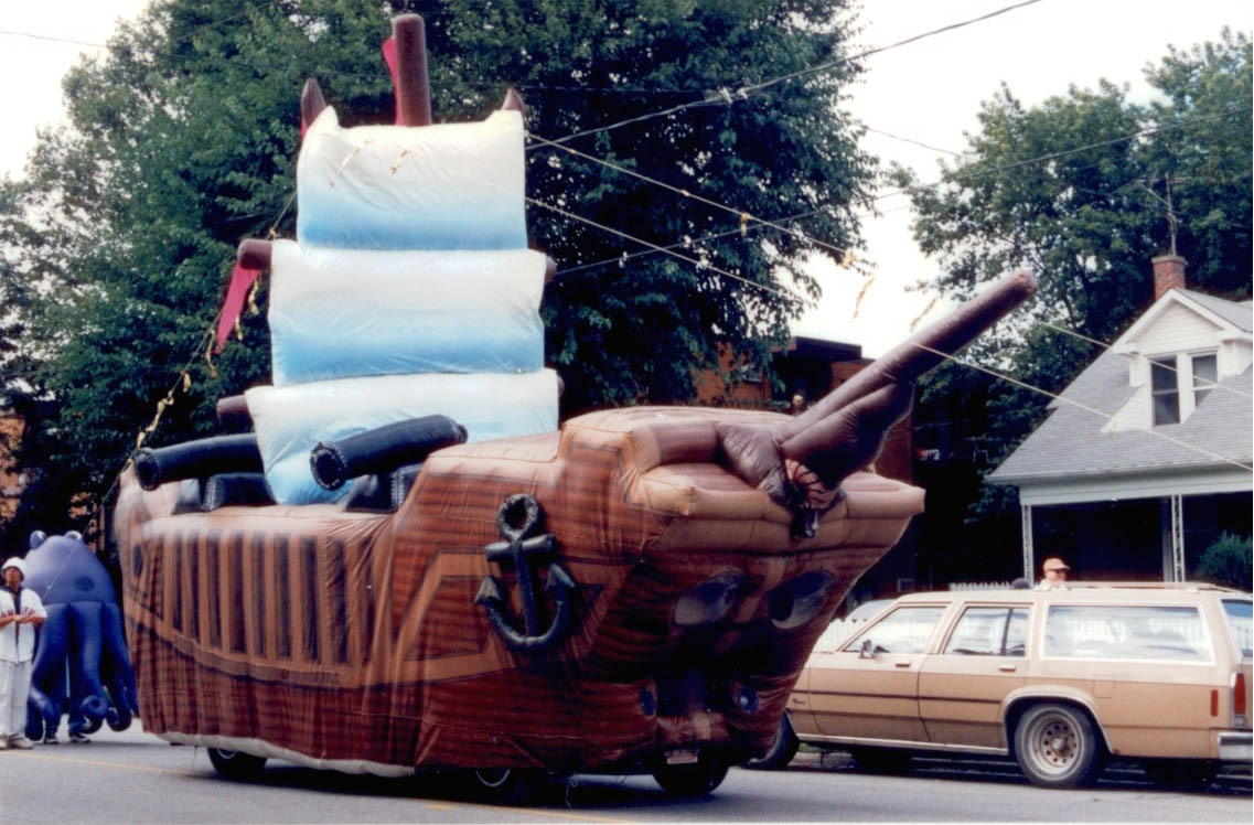 Pirate Ship Parade Float (Gulliver's Schooner) - Fabulous Inflatables