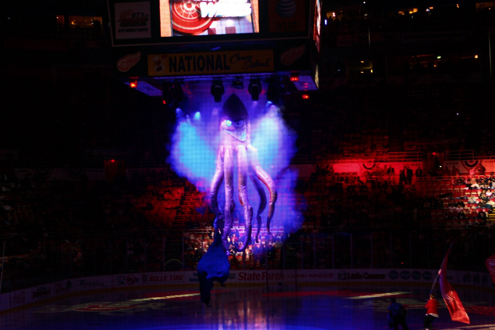 Detroit red wings al the octopus fabulous inflatables red wings octopus descending onto the ice voltagebd Images