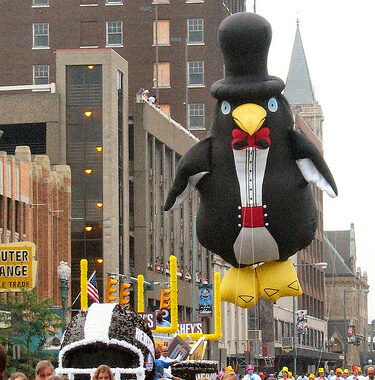 Penguin Parade Balloon