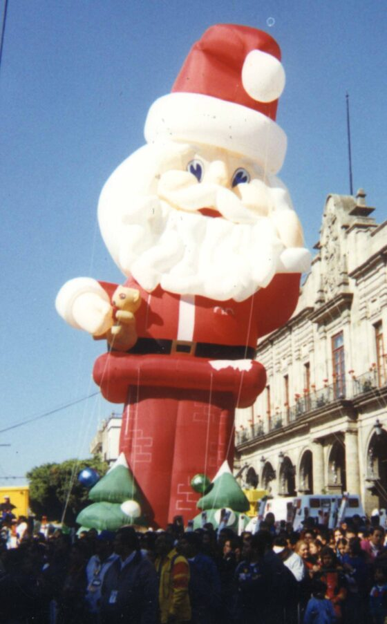 Santa Parade Balloon, Down the Chimney