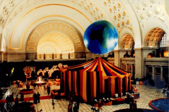World Globe (Topographic) 25' Parade Balloon