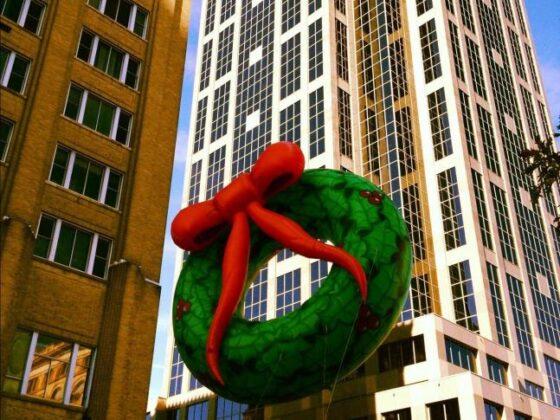 Wreath Parade Balloon