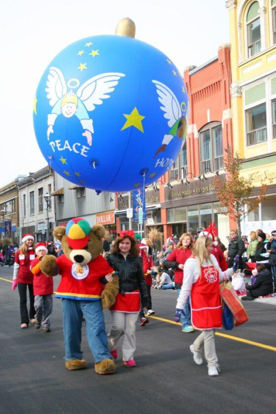 Peace Ornament Parade Balloon, 10'
