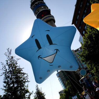 Stars Smiling Parade Balloon, 13'