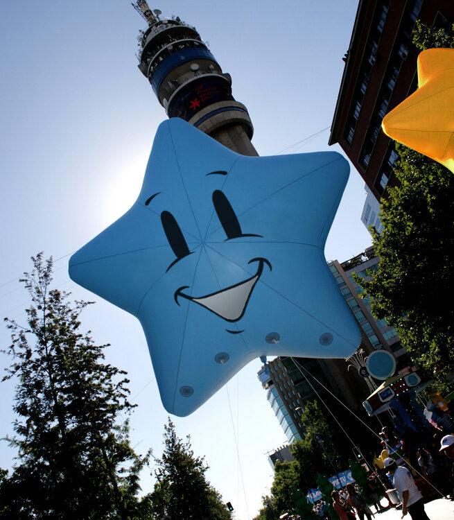 Stars Smiling Parade Balloon, 13'