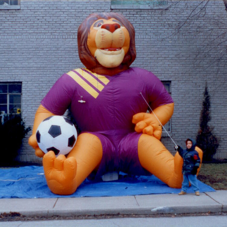 Lion Soccer Player, 20'