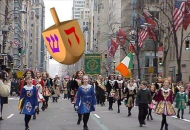 Dreidel Parade Balloon, 20'