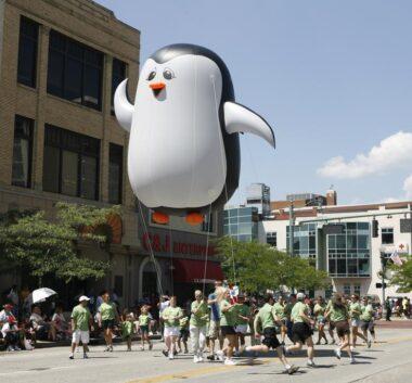 Penguin Perry Parade Balloon
