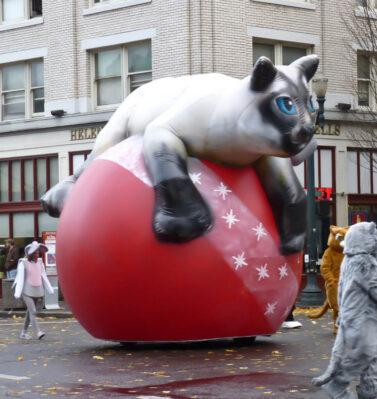 Cat on Ornament Parade Balloon